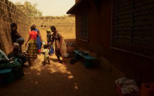 SOS filles/mères: projet d'accueil, de formation et de réinsertion pour des jeunes filles mères avec leurs enfants