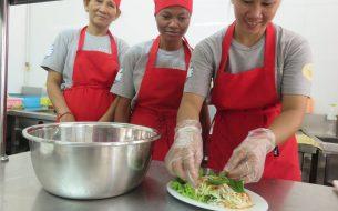 Formation professionnelle en restauration pour les mères marginalisées de Siem Reap